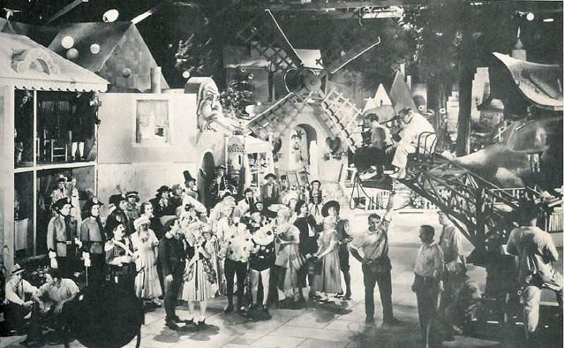 Babes in toyland laurel and hardy